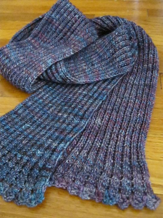 Ribbed scarf with crocheted edging