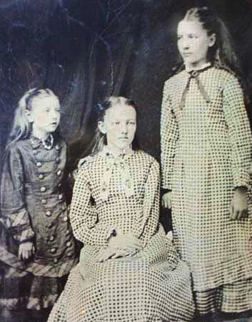 Carrie_Ingalls_-_Mary_Ingalls_-_Laura_Ingalls