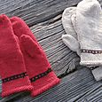 Two pairs of mittens to a late-mediaeval pattern