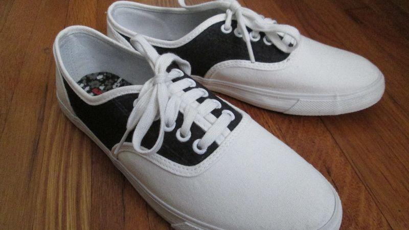 Sneaker saddles 3