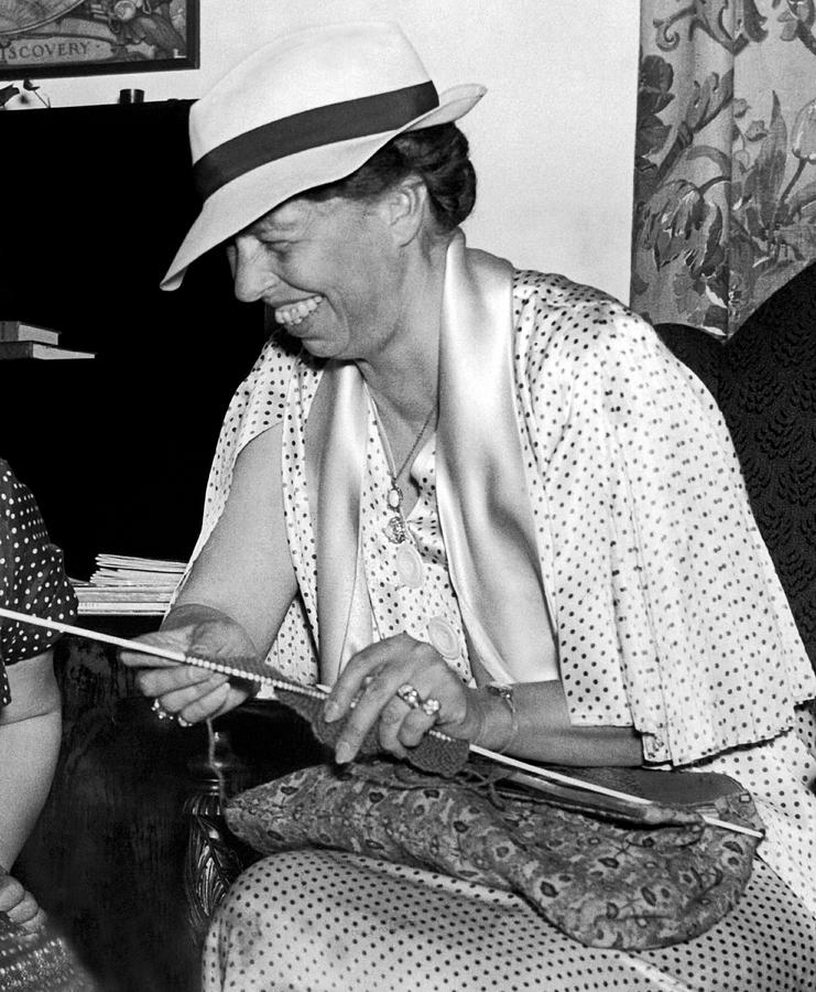 Eleanor-roosevelt-knitting-underwood-archives