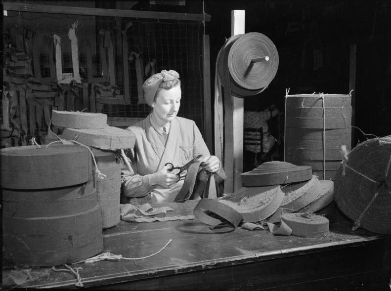 Women_of_the_WVS_Garnish_Camouflage_Nets-_War_work_in_London,_England,_UK,_1943_D17199