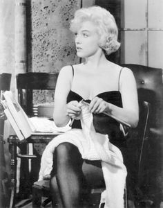 Knitting marilyn monroe