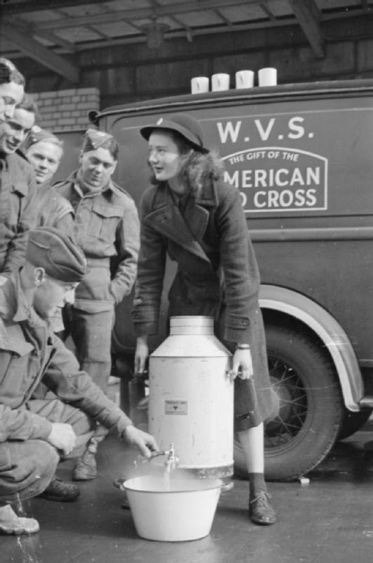 Blitz_Canteen-_Women_of_the_Women's_Voluntary_Service_Run_a_Mobile_Canteen_in_London,_England,_1941_D2173