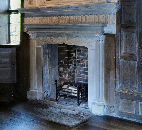Elizabethan_Fireplace _Little_Moreton_Hall cropped